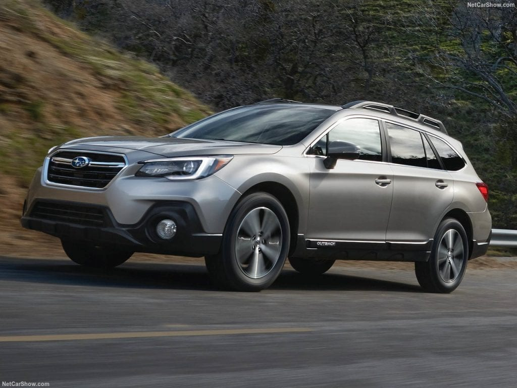 Subaru Outback op de weg